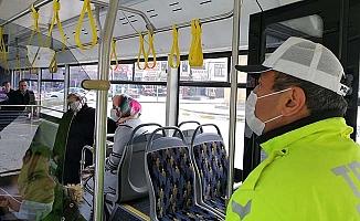 Trafik polisleri otobüslerde