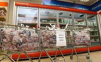 Adak kurbanını Gıda Bankası'na bağışladılar