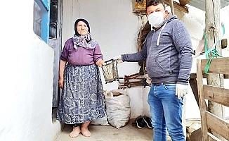 Köye maske ve dezenfektan seti dağıttı