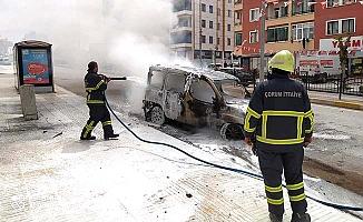 Caddede araç yangını