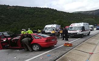 Aynı yönde giden iki araç kaza yaptı