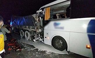 Çorum otobüsü Uşak yolunda kaza yaptı