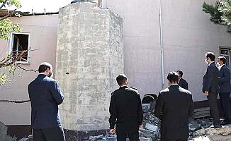 Fırtınada zarar gören minare yıkılıyor