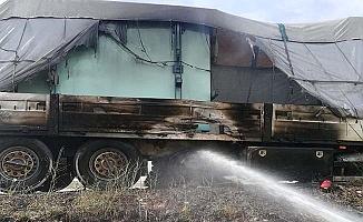 Hareket halindeyken lastikleri yandı