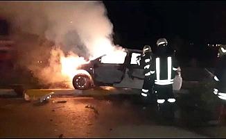 Kaza yapan araç yandı