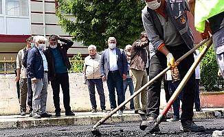 Yıllardır yapılmıyordu Aydınlıkevler'e asfalt