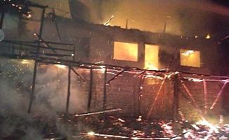 Çorum'da yangın, 3 ev yandı