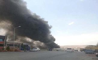 Hurdalıkta yangın, kesif duman metrelerce gökyüzüne yükseldi
