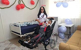 Sosyal medya desteğiyle engelli gencin evini yeniledi