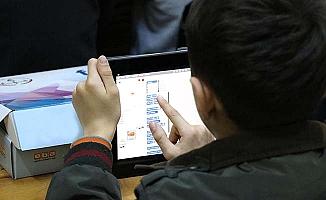 250 öğrenciye 250 tablet, bir de hayırseverlere çağrı