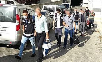 FETÖ'den gözaltına alınan eski polisler adliyede