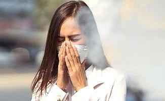 Sigara içilen ortamda koronavirüs daha hızlı bulaşıyor