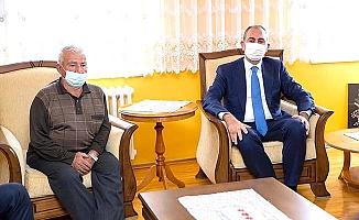 Bakan'dan acılı aileye taziye ziyareti