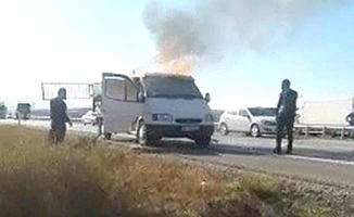 Kasadan sarkan battaniye kamyoneti yaktı