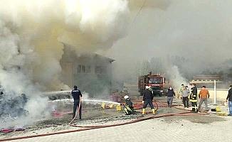 Viyol fabrikasında yangın