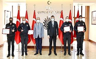 Türkiye'nin konuştuğu polislere ödül