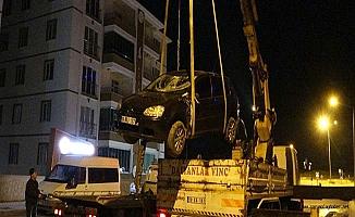 Araç inşaat temeline düştü