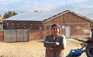 Çatıda elektrik üretiyor