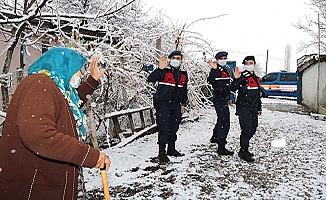 Jandarma dua alıyor