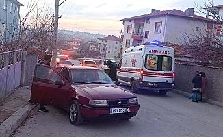 Otomobiller çarpıştı, 1'i çocuk 2 yaralı