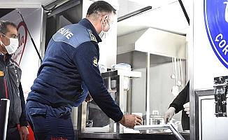 Sıcak çorba ikram etti, CHP'ye gönderme yaptı