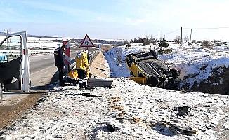 Araç takla attı: 1 ölü, 2 yaralı