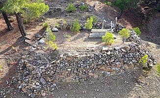 Tarihi köprünün emektarının mezarı o köyde