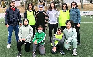 Bayan futbol takımı sahada