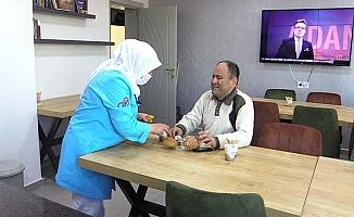 Hasta ve yakınları Belediye'ye duacı