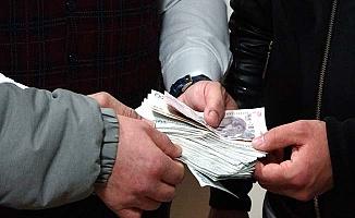 Otoparkta bulduğu 7 bin 500 lirayı sahibine teslim etti