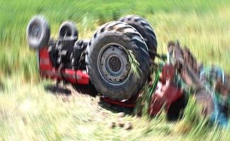 Traktör devrildi, 1 ölü