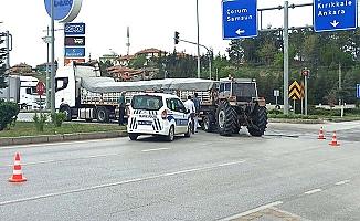 Traktör tıra çarptı