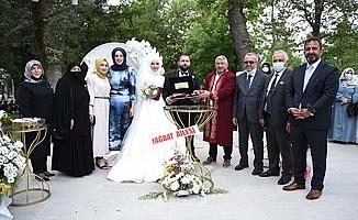 Özbek ve Özüdoğru ailelerinin mutlu gün