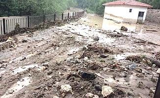 5 ilçede yağış etkili oldu Boğazkale'yi sel vurdu