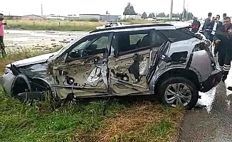 Aşgın'ın oğlu ve 2 yeğeni kaza yaptı