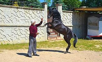 Askerde bindiği at sivilde şampiyon yaptı