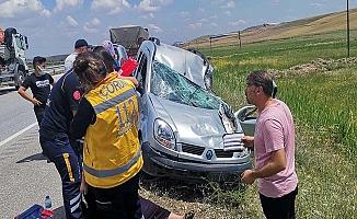 Baba ve 2 kızı kazada yaralandı