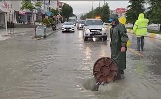 Etkili yağış sonrası ekipler sahada