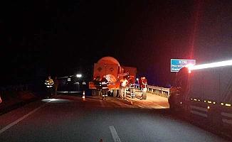 Samsun yolunu trafiğe kapatan kaza