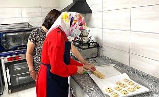 Vali'nin eşi 'Glutensiz Mutfak'ta