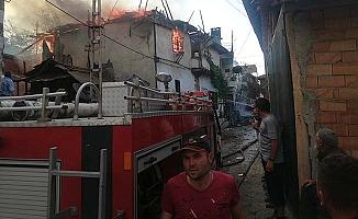 3 ev, 1 samanlık ve traktör yandı