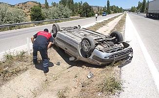 Otomobil ters döndü, 3 yaralı