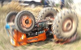 Traktörün altın kalan sürücü hayatını kaybetti