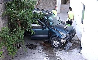 Apartman sakinlerine panik yaşatan kaza