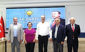 Muhtar ve eşi AK Parti'ye katıldı