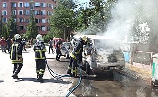 Ulukavak'ta araç yangını
