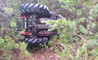 Elmabeli'nde traktör devrildi