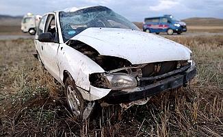 Otomobil devrildi, 5 yaralı