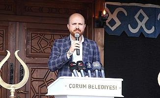 'Türkiye'de kendi karanlıklarını aydınlık sanan bir kesim kaldı.'