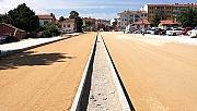 Yeni açılan yol asfaltlanıyor